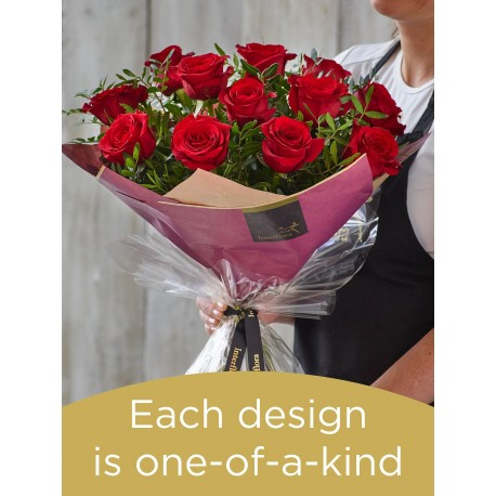 12 red rose hand-tied made with deluxe roses